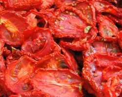 Как лучше сушить помидоры на зиму: способы сушки